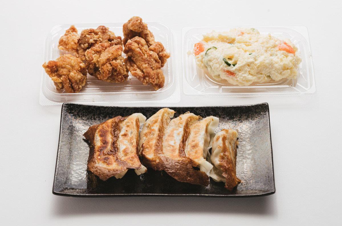 餃子・ポテサラ・鶏から三点セットの写真